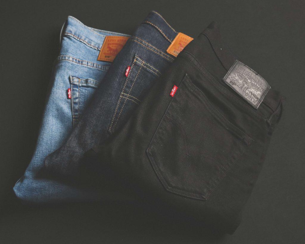 online shoppen, online, shoppen, frustraties, jeans, kleding, zwarte broek, broek, duurzaam, sustainable
